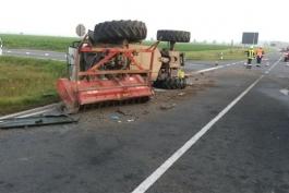 b19_vu_-_lkw_-_traktor_eine_person_eingeklemmt_1_20140906_1346261910